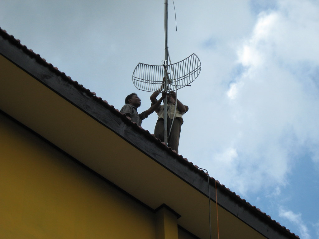 Pemasangan Wireless CPE di SMKN 2 Pacitan