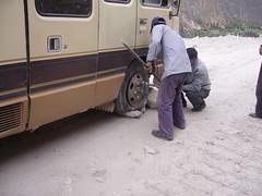 Cotahuasi Luicho bus crevaison