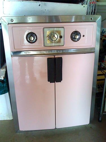 Lisa's Old Pink Oven by LauraMoncur from Flickr