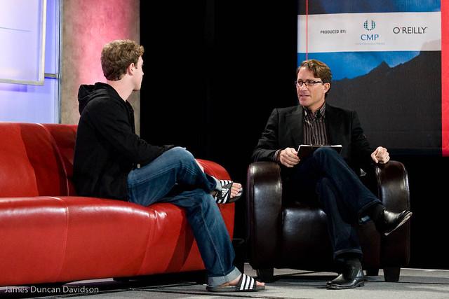 Mark Zuckerberg entrevista sandalias jean