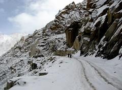 Life's not a bed of roses... ( | Sanju) Tags: india chains mud ready roads kashmir leh slippery ladakh magnetichill heavytrucks mightychangla onthewaytopangongtsolake bhaarath