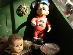 Des Enfants. (D... Letra.) Tags: mouse disney mickey niños cabeza antiques juguetes anticuario