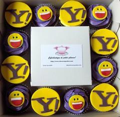 Box of Yahoo! Cupcakes (clevercupcakes) Tags: yahoo cupcake corporatelogo montrealsclevercupcakes
