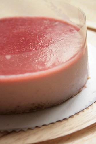 strawberry rare cheese cake -side