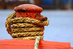 Rope (Katka S.) Tags: city las red sea yellow port islands harbor boat spain ship erasmus bokeh harbour capital ciudad canarias rope atlantic espana gran canary 2008 islas canaria palmas llp fotocompetition fotocompetitionbronze