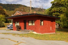 Former gas station, east side of Sideling Hill