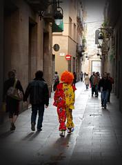 Cada loco con su tema... (SlapBcn) Tags: barcelona people urban weird clown slap diferente payaso gent sociedad barrigotic raro robado canong7 slapbcn youthinkimfunnyfunnyhowdoiamuseyou
