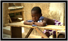 La petite du banc (Laurent.Rappa) Tags: voyage africa unicef travel portrait people face children child retrato laurentr enfant ritratti ritratto regard ctedivoire peuple afrique ivorycoast blueribbonwinner ivorycost funfanphotos laurentrappa