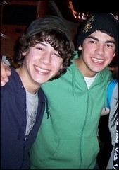 Nick and Joe Jonas (Future Mrs Nicholas Jonas) Tags: kevin brothers nick joe jonas jonasbrothers nickjonas kevinjonas joejonas