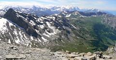 Huetstock 106 (Shepherd & his Hot Dogs) Tags: panorama dog mountain alps berg schweiz switzerland hiking hund summit alpen alp mountainpath alpin bergwandern aufstieg gipfel bergweg bergtour pyreneanmountaindogs shepherdhishotdogs huetstock wildgeissberg summig