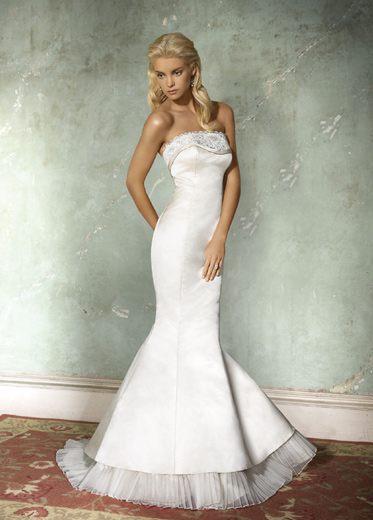 White strapless bodice wedding dress