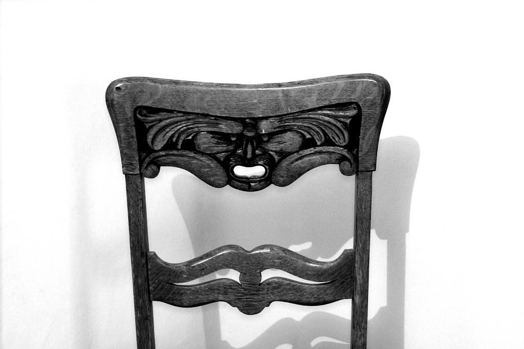 La silla...