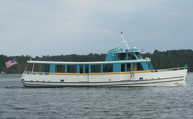 Cruiser Mermaid I on Bay Lake