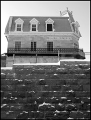 Royal Hotel ( CHRISTIAN ) Tags: blackandwhite bw building stone wall architecture hotel blackwhite montral noiretblanc pierre montreal royal nb notredame qubec difice mur berri noirblanc htel gwim georgestiennecartier