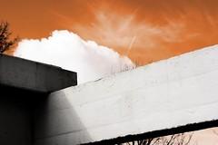 red skies - roter himmel (~shrewd~) Tags: deutschland germany osnabrück building gebäude architecture architektur red rot orange himmel beton träger canon eos 300d canoneos300d haus house osnabrueck os niedersachsen lowersaxony stadt city town urban architectur verbaut