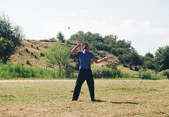 the juggler (analogrem) Tags: juggler juggling balls grass summer festival hat man jongleur samsara circus analog film artist