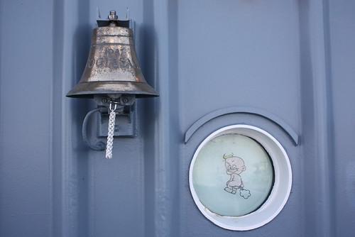 Deutsche Marine: Schiffsglocke des Hafenschleppers VOGELSAND
