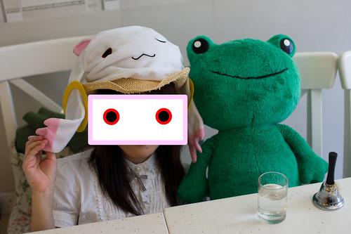 於是青蛙先生幸福的和 QB 合照了