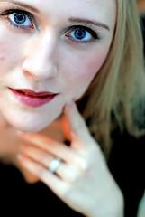 Porcelaine (-Dorothea-) Tags: selfportrait sorry girl is it boring if dorothea supershot pentaxk10d betterthangood happinessconservancy beautyshoots
