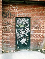 THR tags by Tie JA Skuf Kez5 Earsnot (victorybros) Tags: graffiti tag graf tie ja bombs tagging bombing throwups earsnot thr skuf kez5