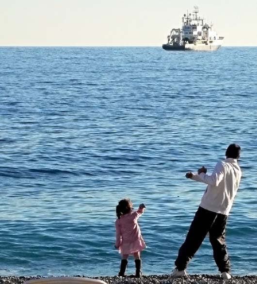 father-girl-sea-40645