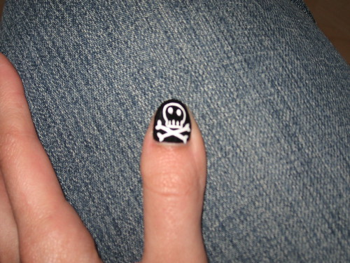 cute designs for nails. Cute Skull And Crossbones Nail