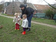 Noor met mama en Sarah (knoorvanwijngaarden) Tags: noor kinderboerderij