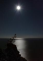 Chasing the light (SlapBcn) Tags: longexposure sea moon face night noche mar reflex luna reflejo slap nit pita lluna calella blueribbonwinner 18200vr abigfave nikond80 anawesomeshot rocagrossa slapbcn 153sec