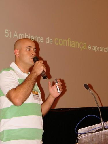 Foto do Danilo na Palestra