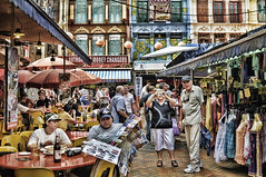 Tourists – Chinatown Singapore (williamcho) Tags: food retail effects chinatown smithstreet tourists shops bargains attraction d300 templestreet pagodastreet prewarhouses colorphotoaward flickraward flickrestrellas topazlabadjust williamcho flickrtravelaward