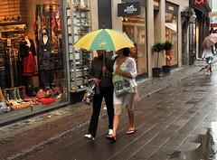 Zomer (summer of) 2007 (FaceMePLS) Tags: nederland thenetherlands facemepls nikond200 kopenhagen copenhagen denmark denemarken regen rain umbrella bpparaplu vrouwen women summerof2007 zomer2007