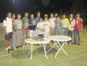 Tenistas que participaron del Torneo, junto con el Prof. Luis
