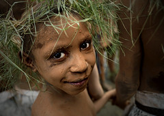 Papu boy in Mount Hagen (Eric Lafforgue) Tags: pictures people photo highlands pacific picture tribal papou  tribe papuanewguinea ethnic tribo indigenous singsing papu ethnology tribu oceania   niugini papuaneuguinea lafforgue papuanuovaguinea  guin papuan papouasie papouasienouvelleguine mthagen mounthagen mounthagenshow melanesian papoeanieuwguinea papanuevaguine papuanyaguinea  a8750   papanuevaguinea   paapuauusguinea papuanovaguin papuanovguinea   papuanowagwinea papuanyguinea    papusianova bienvenuedansmatribu