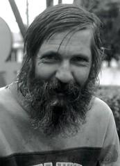 Portraits de Rua #01 (Jorge L. Gazzano) Tags: portrait gente retratos pentaxk1000 sorriso barba ruas