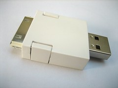 Het adapterblokje met iPod-connector.