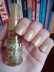 Namastê - Realce + Disco d'ouro - Risqué (Mari Hotz) Tags: realce risqué esmalte unha gliter glitter dourado amarelo bege neutro