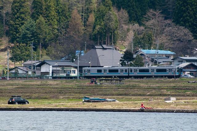 大糸線 稲尾駅と釣り人