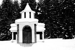 Orthodox Church  - Borovets, Bulgaria (Diogo da Silva) Tags: bw snow ice church canon 350d bulgaria borovets