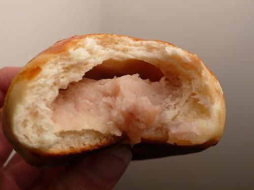 芋泥麵包橫切面