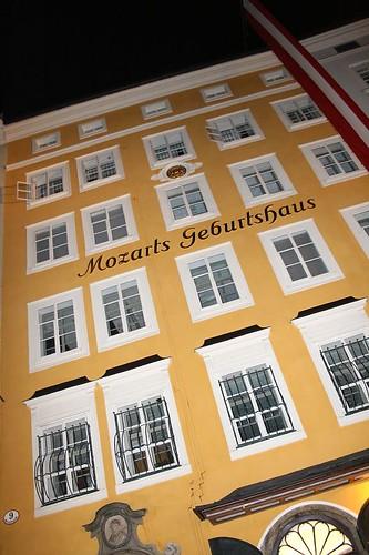 Mozarts Gebursthaus' front