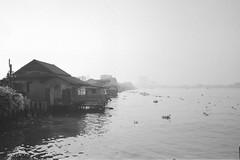 River House- Chao Praya River (sonorsotha) Tags: bw film sc river thailand bangkok bessa ilforddelta400 chaopraya riverhouse 3514 r2m singlecoated voigtlandernokton35mmf14sc voigtlanderr2m nocton35f14voigtlander