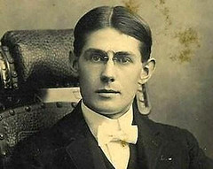 Handsome formal portrait USA 1900 (pince_nez2008) Tags: portrait nose glasses handsome collar eyeglasses eyewear eyeglass pincenez noseclip youngmenwearingpincenez noseeyeglasses