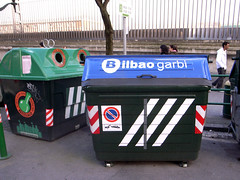 Bilbao, contenedores de basura Adidas (Ibn) Tags: bilbao basura adidas