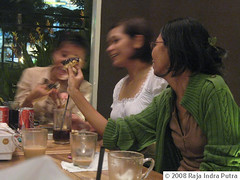 Sharing donuts (Ripi) Tags: dayofthedonut upcoming:event=472136
