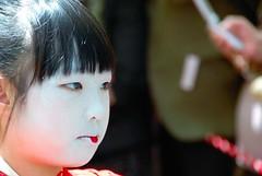Kamuro of Usugumo (maiko.gallery) Tags: japan kyoto maiko geiko geisha yoshiwara oiran courtesans kamuro 太夫 osode joushoujitemple yoshinotayu usugumo