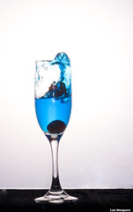 Blue dip (Luis Eduardo ) Tags: blue water glass canon cherries drip splash liquid luismosquera