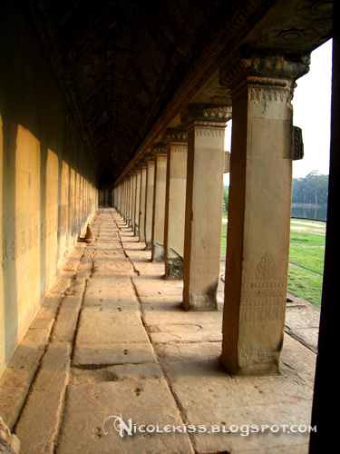 pillars at angkor wat
