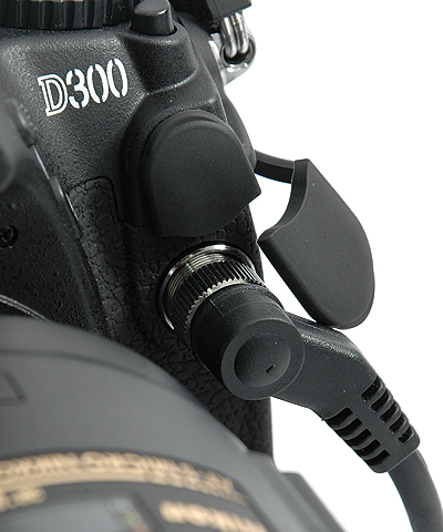 Receiver's connector inserted into the D300's remote terminal
