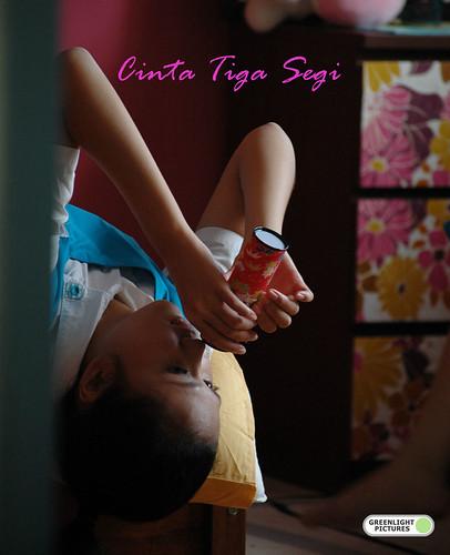 CINTA TIGA SEGI poster 1