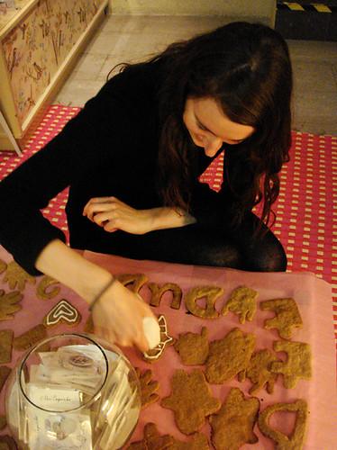 Mk decorando las galletas